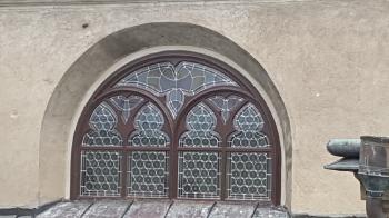 Rok 2016 kompleksowa konserwacja okna witrażowego nad wejściem połudiowym i okienek latarni w kaplicy św. Józefa _3